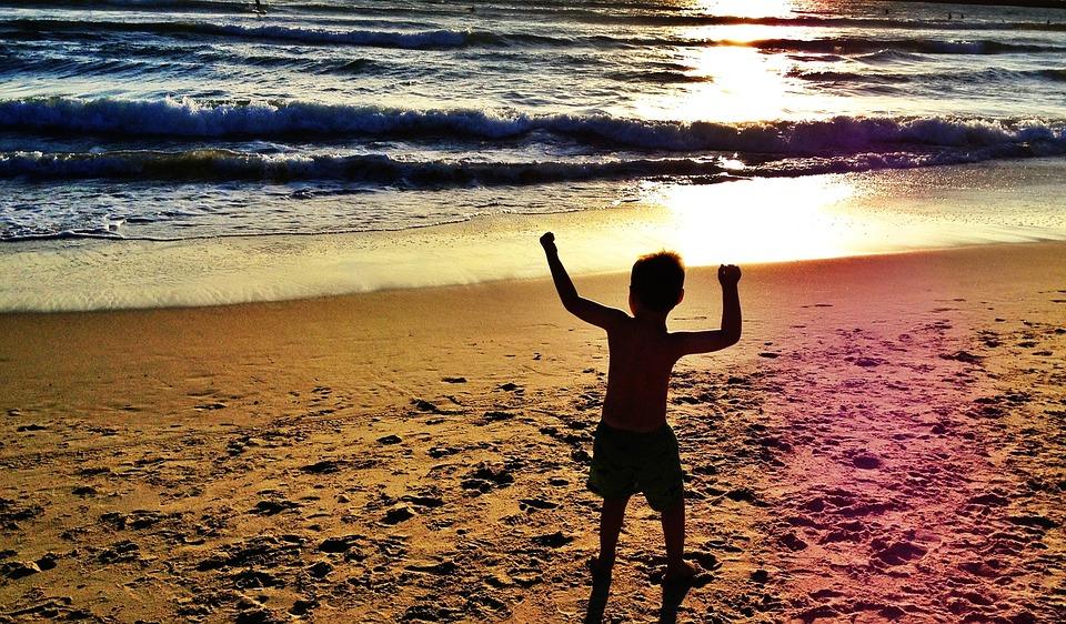 7 dicas para levar crianças e bebês para a praia