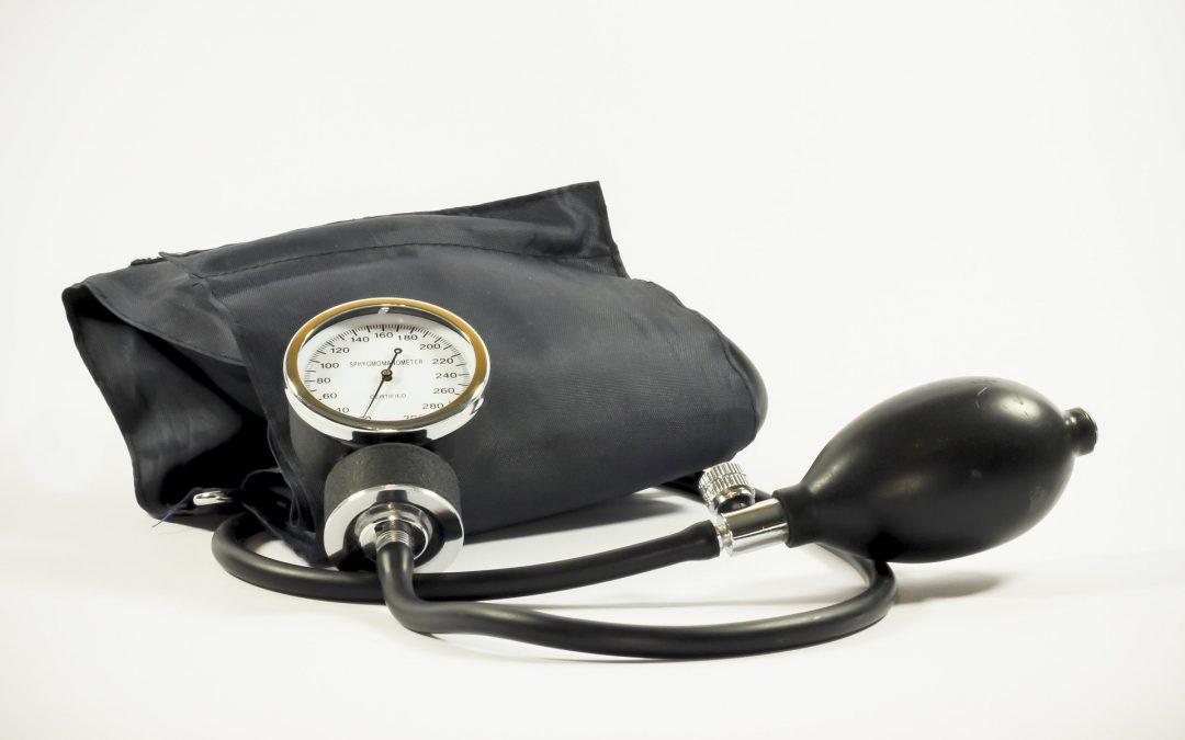 O que causa pressão alta?