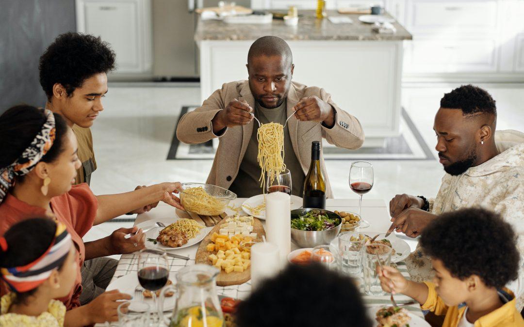 Faz diferença aonde e como comer as refeições?
