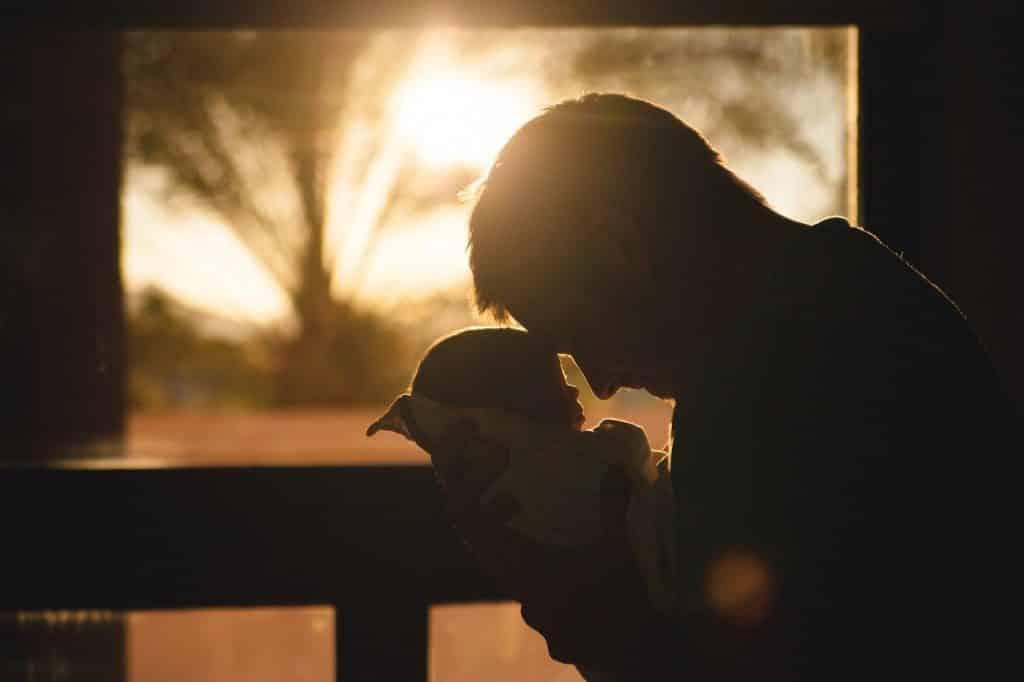 pai pode ajudar na amamentação: